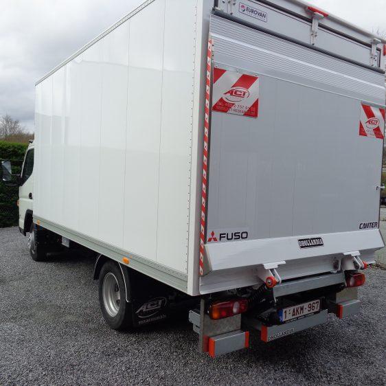 Fuso Canter 3C15 kast laadlift